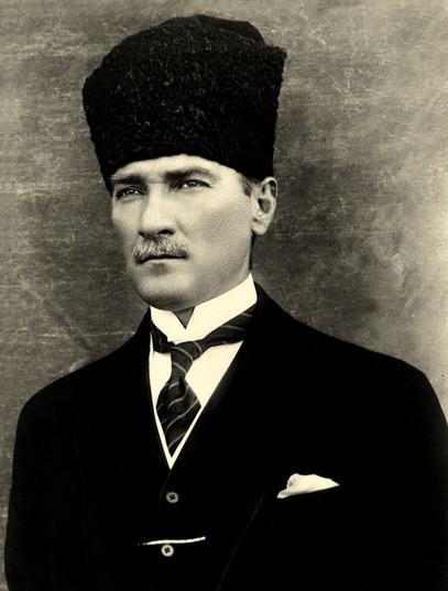 ThoNhiKy Atatürk, tong thong khai quoc